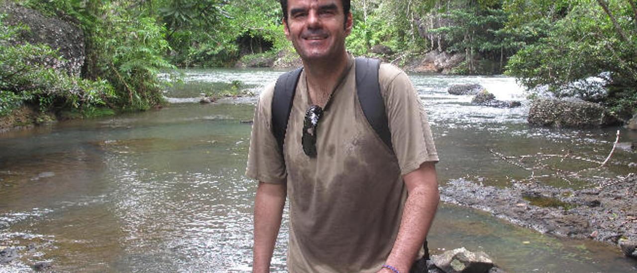 El lanzaroteño Carlos Battaglini en Papúa Nueva Guinea.