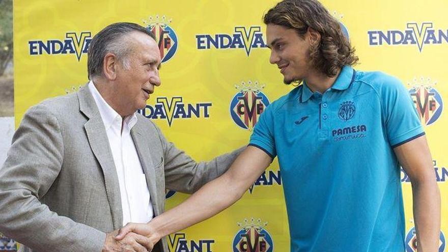 El Villarreal no descarta la cesión del delantero turco Enes Ünal