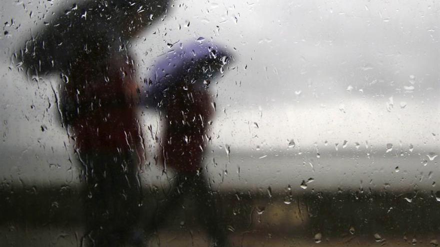 Chubascos ocasionalmente con tormenta que remitirán al final del domingo en Extremadura