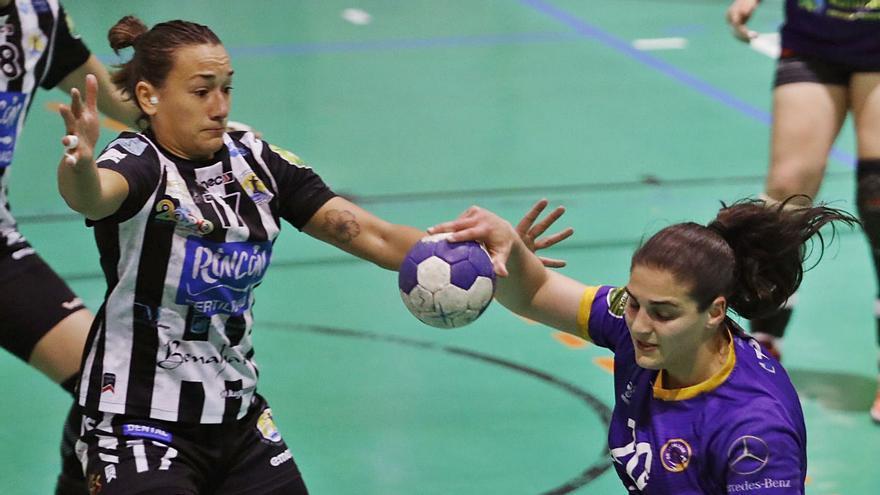 Goleadora por obligación: los espectaculares números de Aida Palicio en el Liberbank Gijón de balonmano