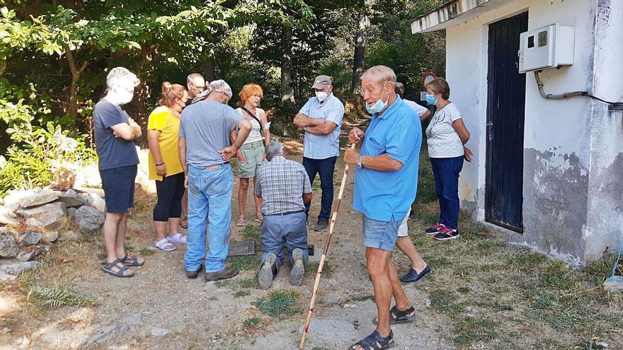"""La presión vecinal evita un """"fin de semana largo"""" sin agua en Sotillo"""