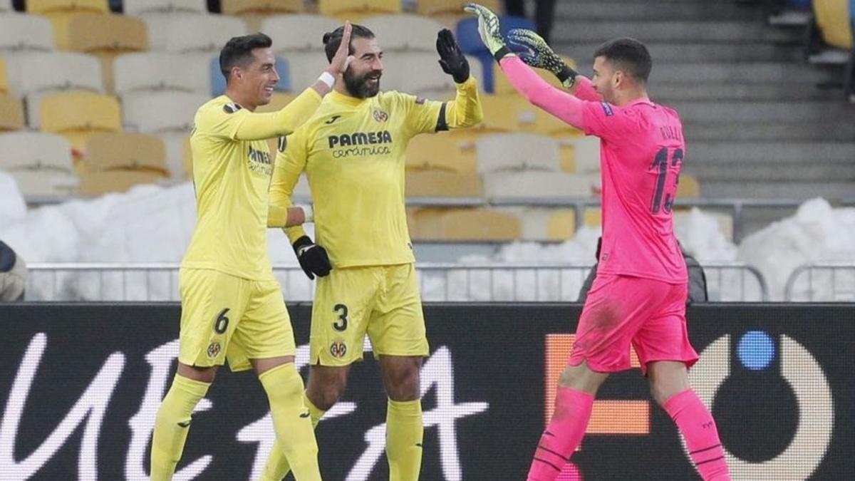 Ramiro Funes Mori, Raúl Albiol y Gero Rulli, en un partido fuera de casa del Villarreal en esta campaña.