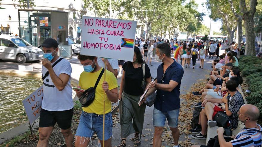 Multes de fins a mig milió d'euros als qui insultin o faltin el respecte a les persones homosexuals