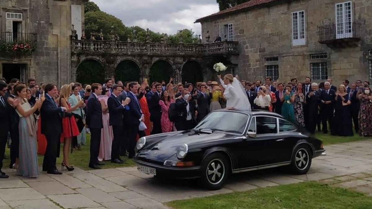 Los invitados a la boda de Lucía Bárcena y Marco Juncadella no llevaban mascarilla ni respetaban la distancia de seguridad