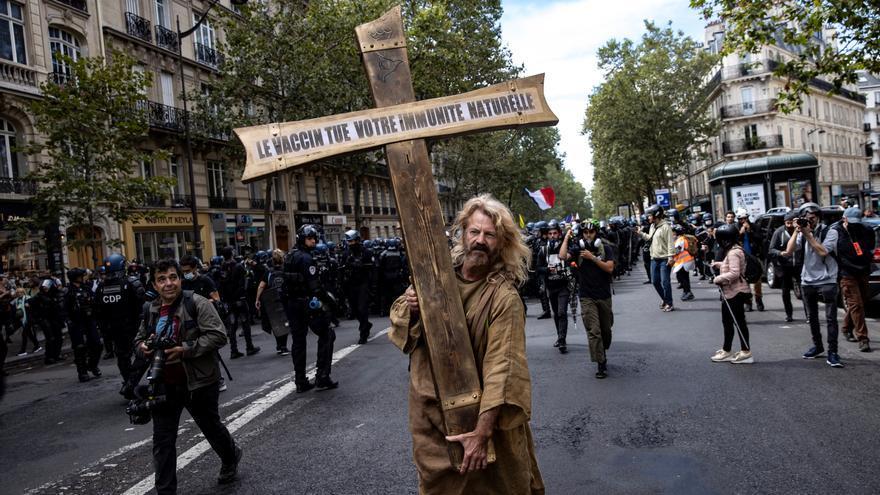 Más de 200.000 personas se manifiestan en Francia contra las medidas restrictivas