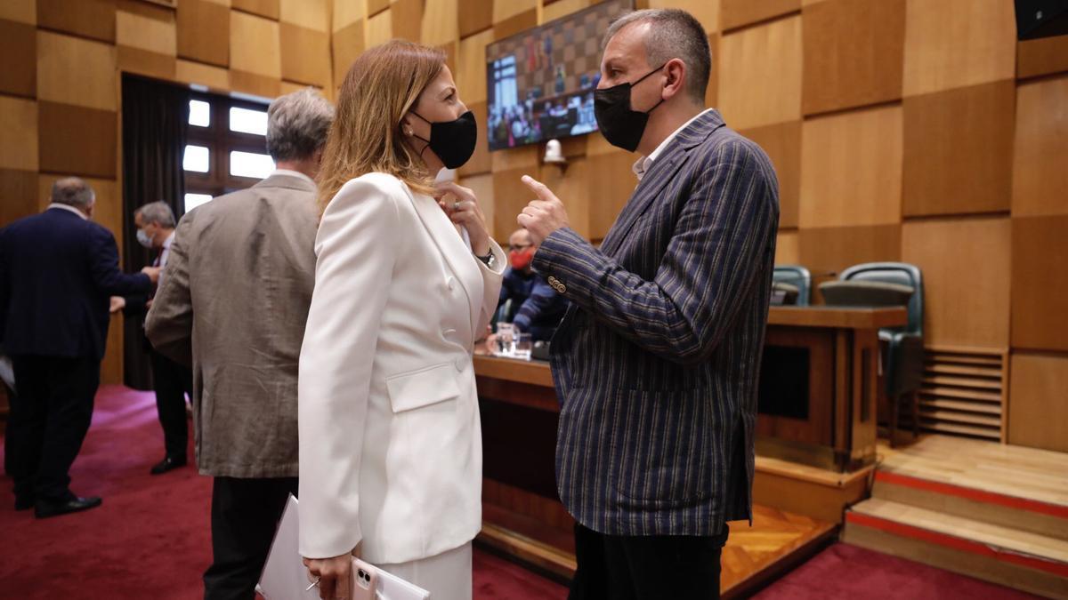 Chueca y Rivarés, protagonistas en el debate de aprobación de la nueva ordenanza de veladores.