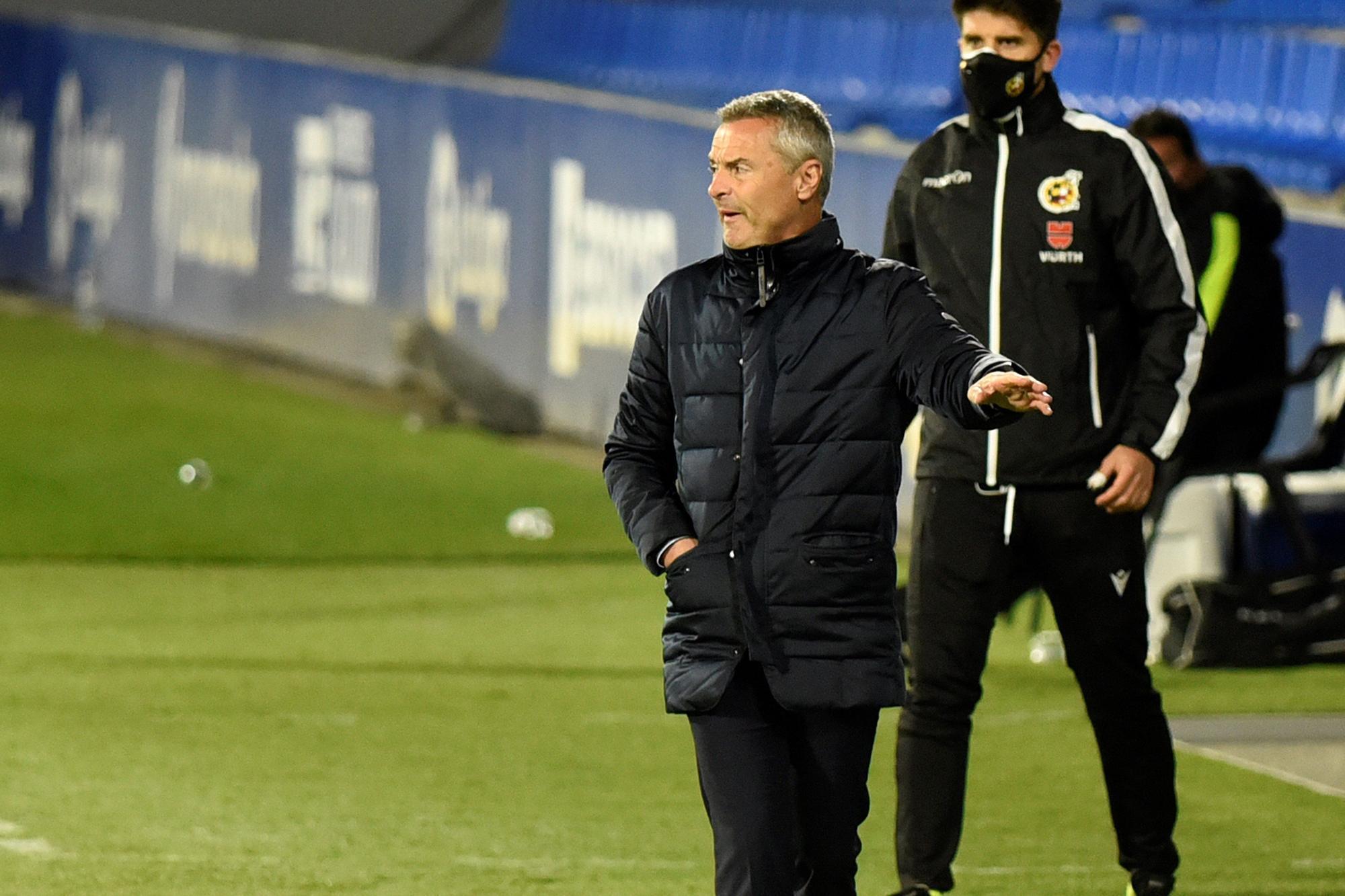 El Huesca devuelve al Elche al pozo del descenso (3-1)
