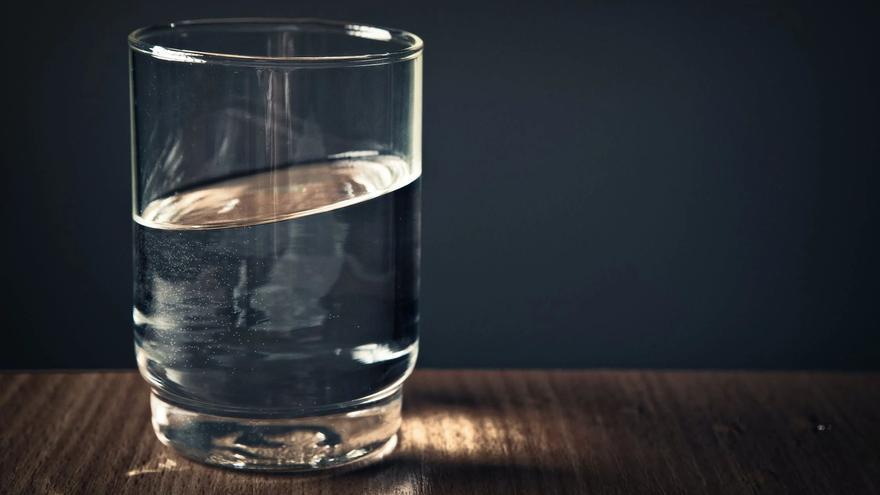 El producto con el que podrás quitar las manchas del paso del tiempo en tus vasos y en la vajilla
