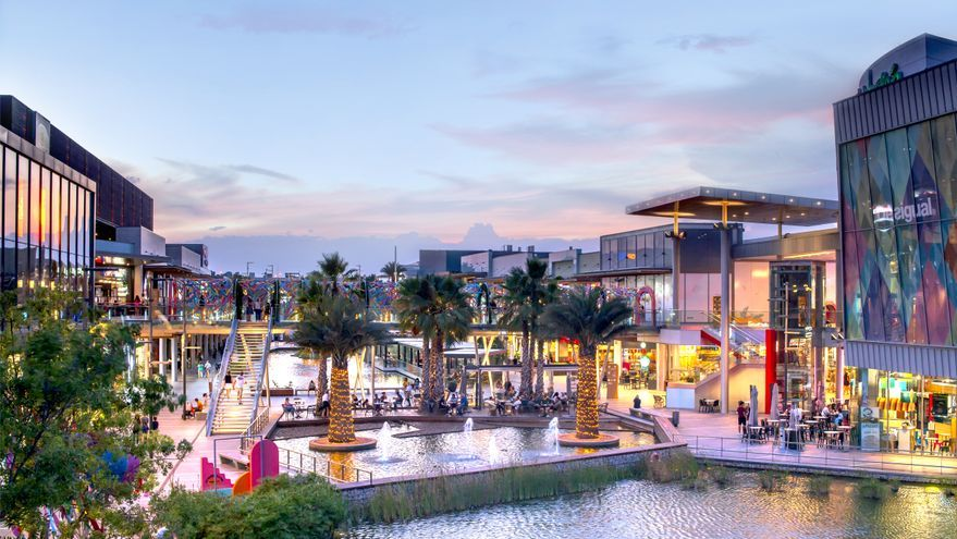 Puerto Venecia celebra su noveno aniversario con más de 200 firmas y una ocupación de casi el 98 %