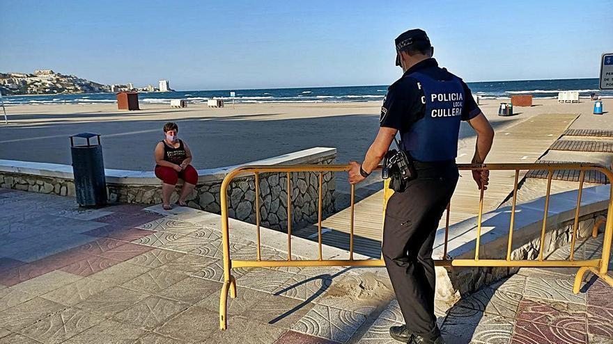 Cullera refuerza la vigilancia para evitar que el cierre nocturno del litoral genere botellones  y  fiestas ilegales