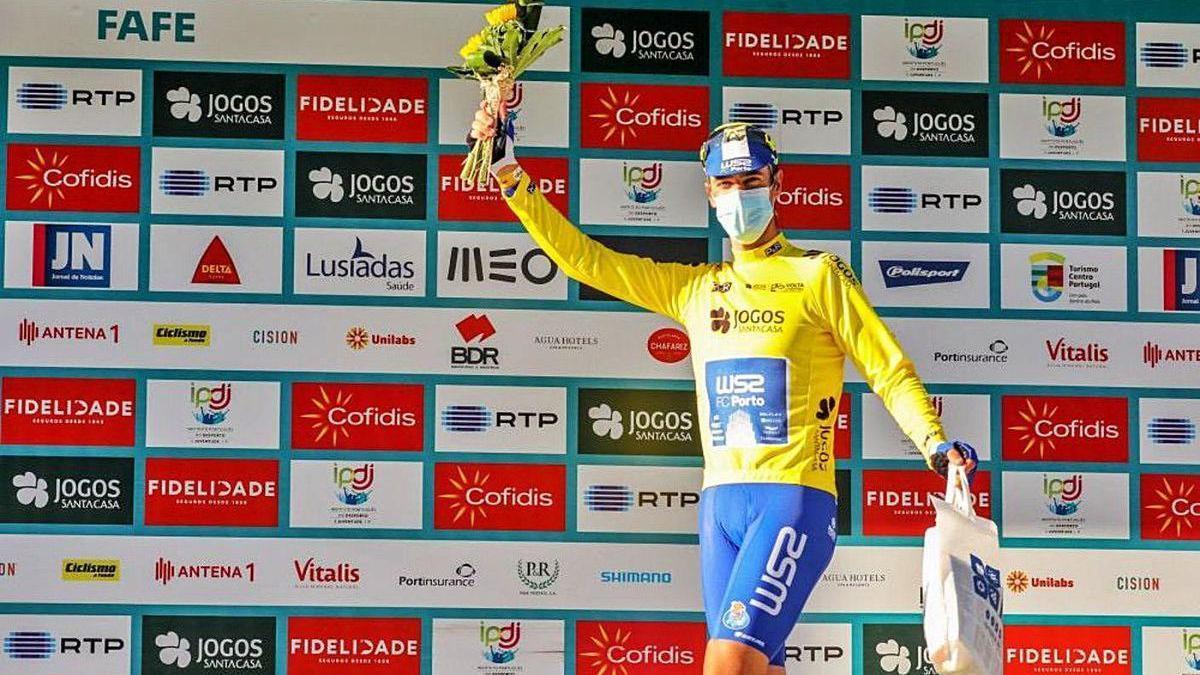 """Veloso se enfundó el """"amarelo"""" en el prólogo de la Volta a Portugal."""