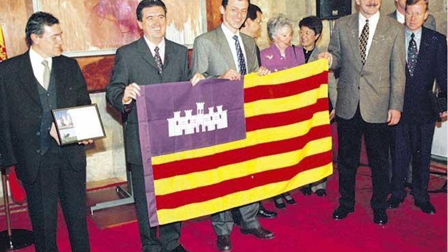 Neuer Wissenschaftsminister flog mit Mallorca-Flagge ins All