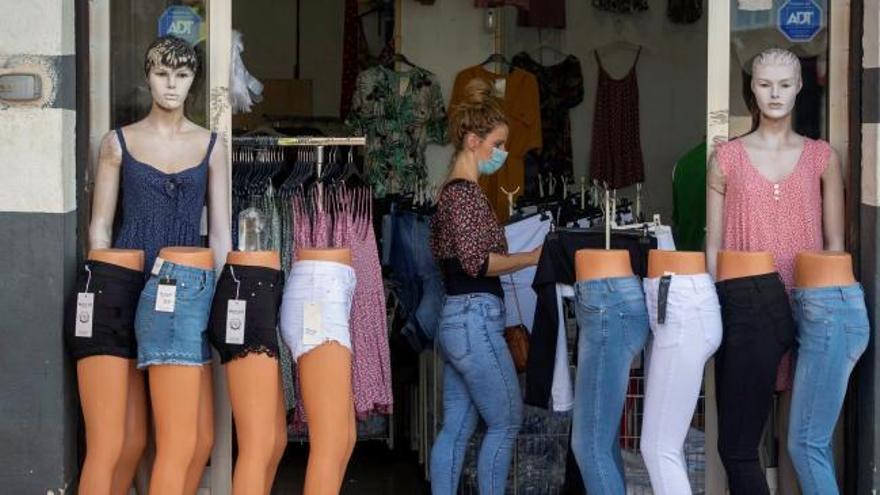 Las ventas del comercio minorista crecen un 18% en junio y caen un 3.3% anual
