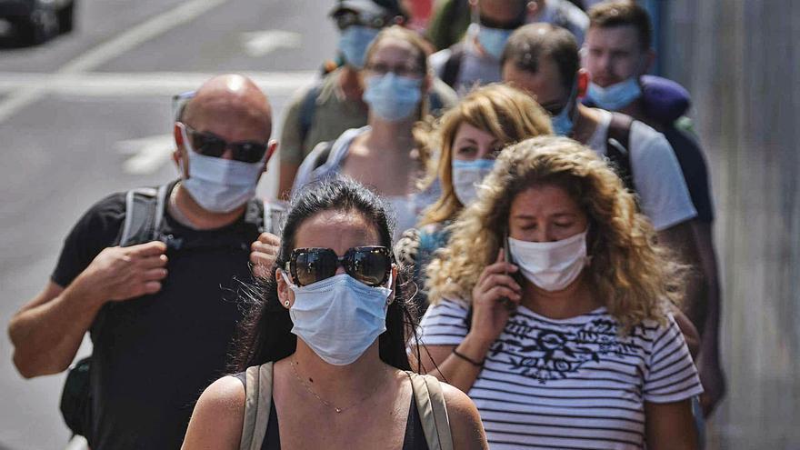 Los casos activos en Canarias vuelven a los niveles anteriores a la quinta ola
