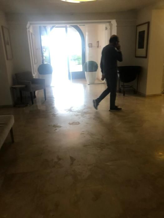 Richard Miller, creador del reloj de Rafa Nadal, se pasea por el interior del hotel Illa d'Or