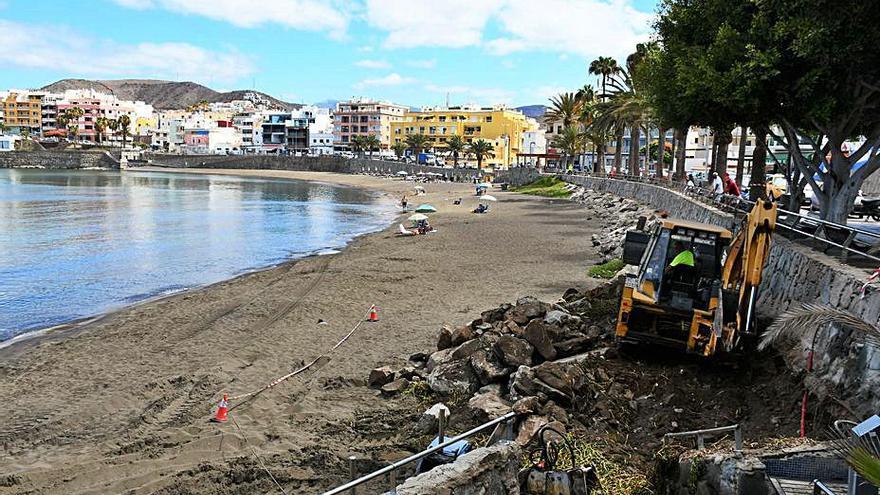 Mogán inicia la rehabilitación del frente marítimo de la playa de Las Marañuelas