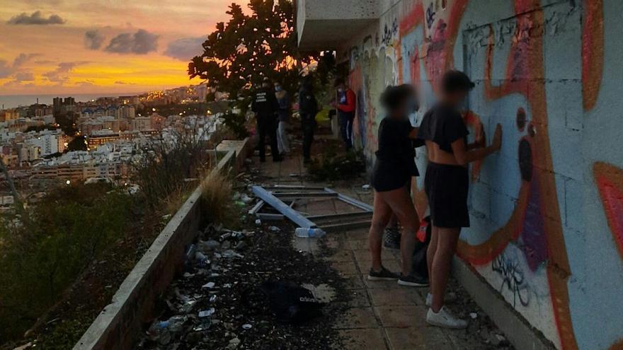 Fiesta ilegal en una casa abandonada de Tenerife
