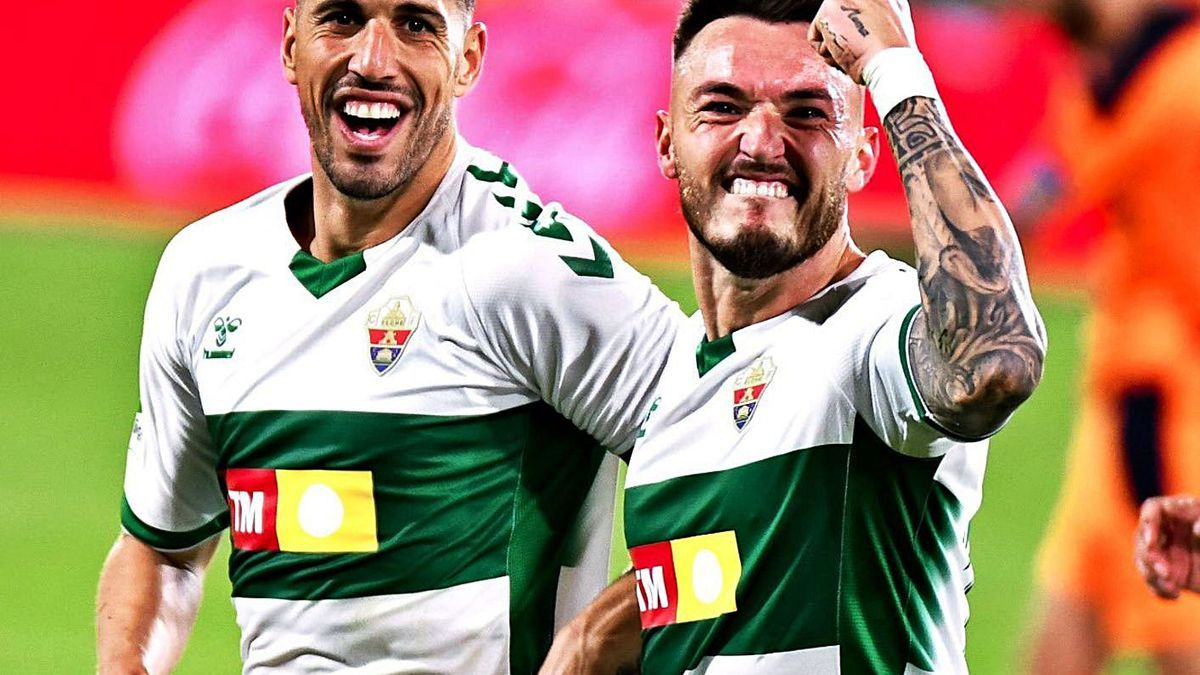 Fidel and Josan celebrate the 1-0 from Elche to Valencia scored by the crevillentino winger.