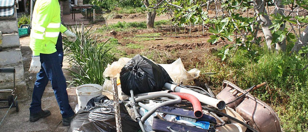 Nueva fase de derribos de casetas ilegales en el delta del río Palància | M.M.C.