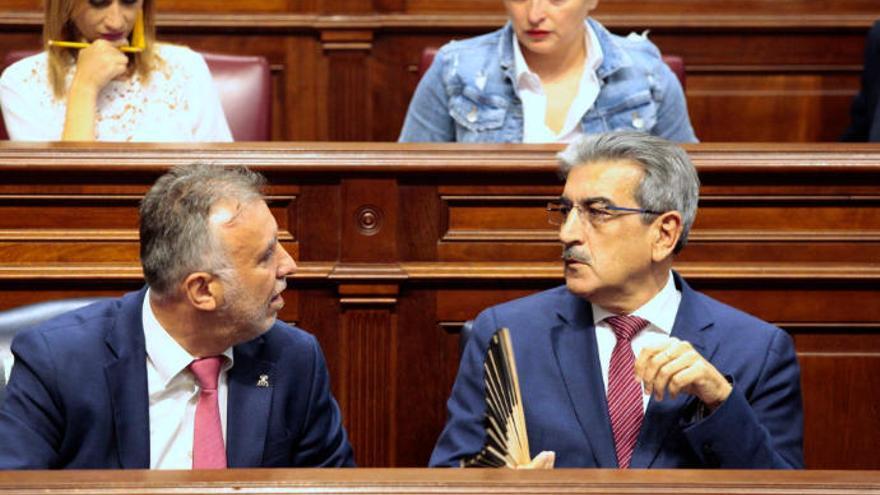 Torres justifica en el Parlamento la subida de 0,5 puntos del IGIC