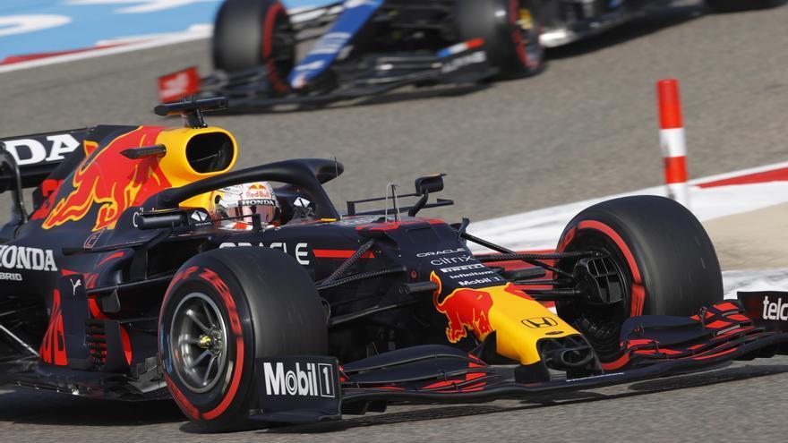 Verstappen se lleva la 'pole' en Bahréin con Sainz octavo y Alonso noveno