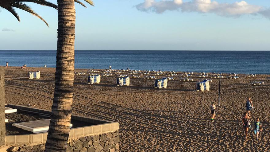 Las hamacas vuelven a las playas de Puerto del Carmen