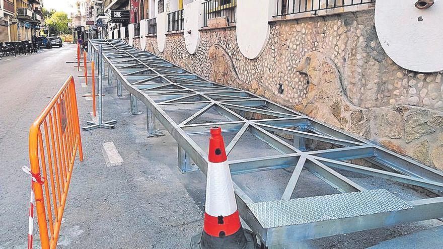 Aparatosa rampa para cumplir la accesibilidad en Xàbia
