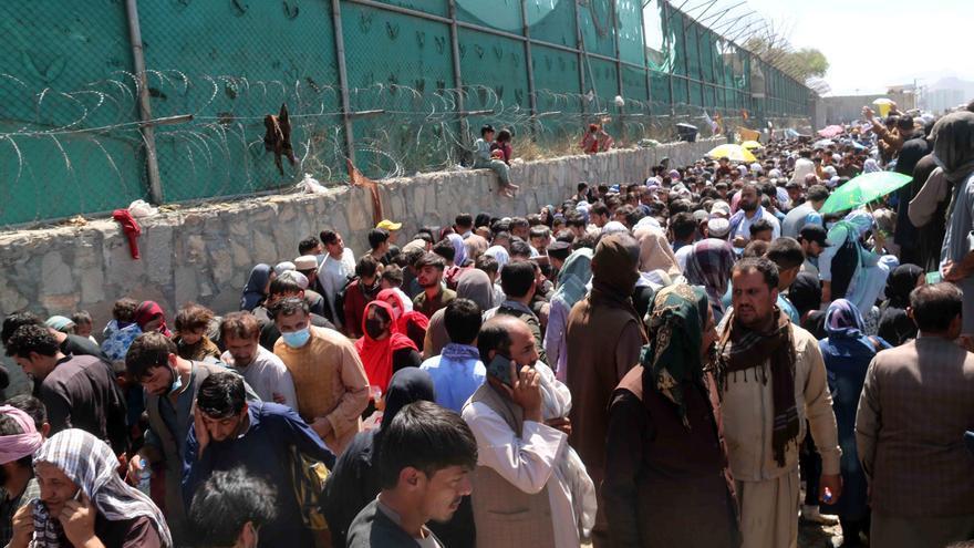 Decenas de heridos llegan a los hospitales afganos tras las explosiones del aeropuerto