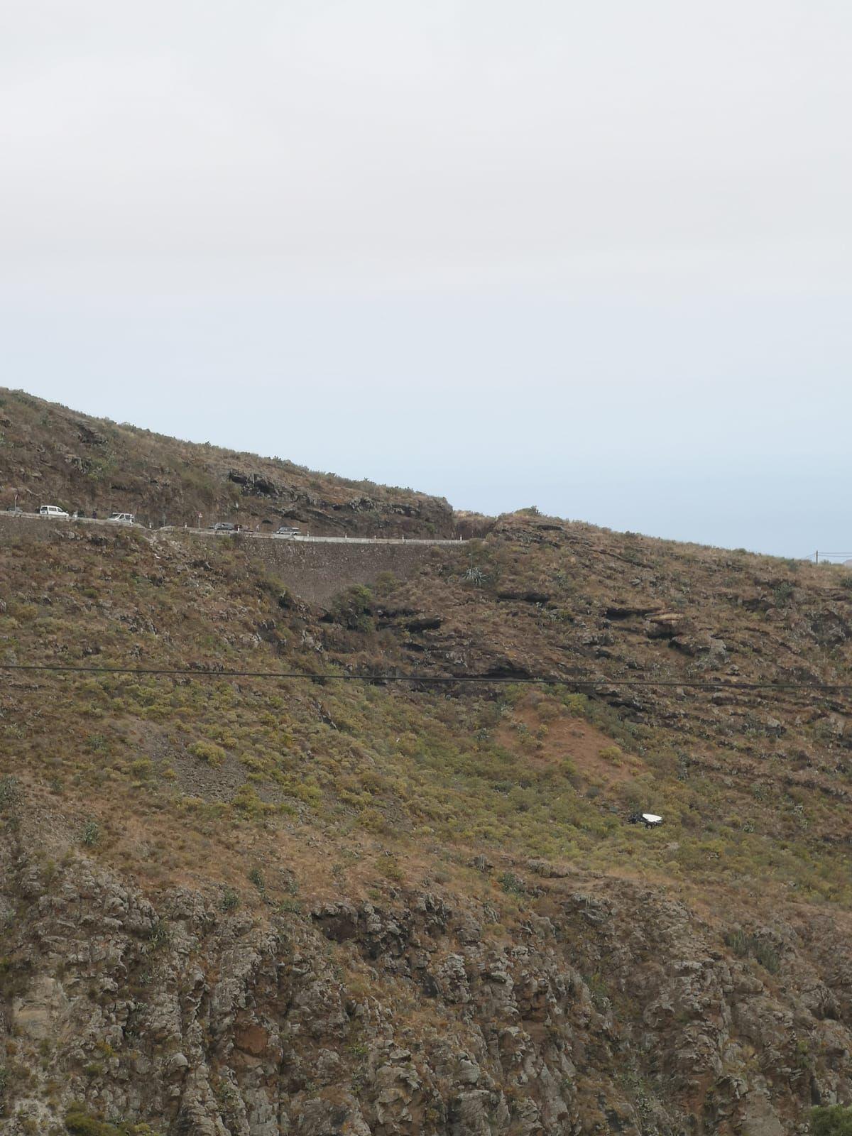 Coche precipitado por un barranco en Gáldar (13/06/21)