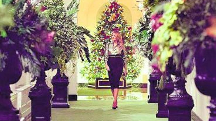 Melania 'inaugura' la última Navidad en la Casa Blanca
