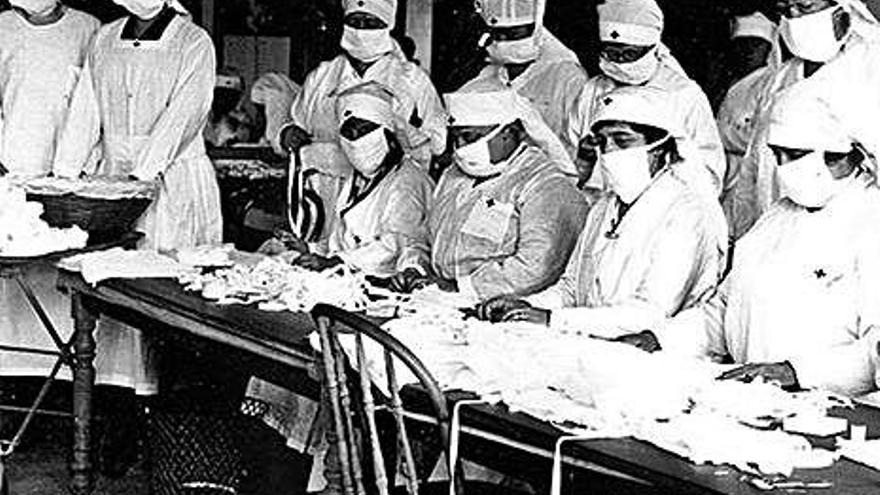 Enfermeras trabajan durante la pandemia de la gripe española, 1918