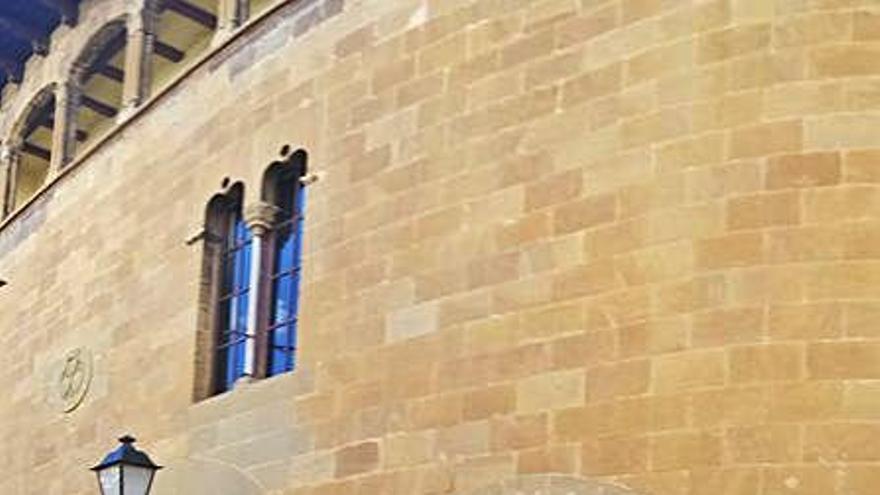 CaixaBank amplia l'oficina de Sallent  i hi manté els elements de l'edifici gòtic