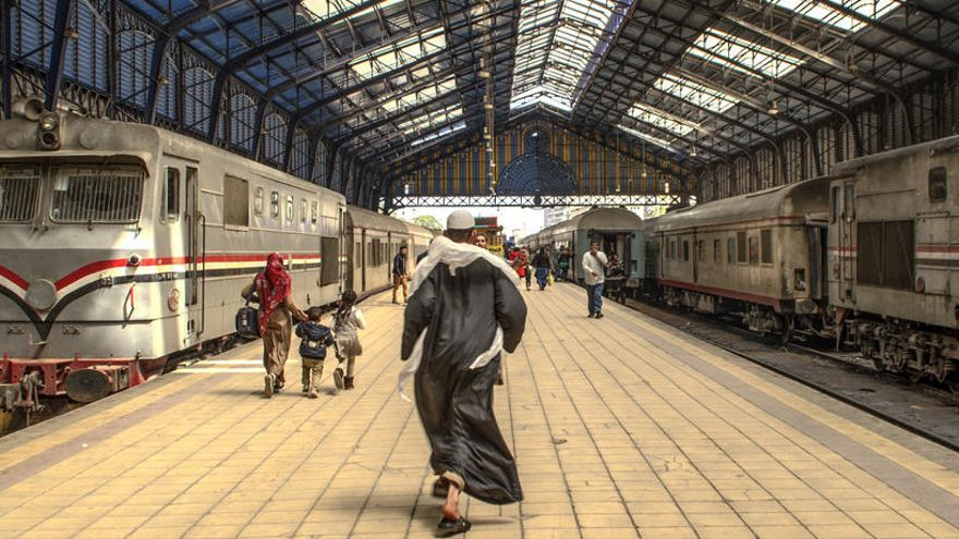 Muere un joven en Egipto al ser obligado a saltar de tren en marcha por no tener billete