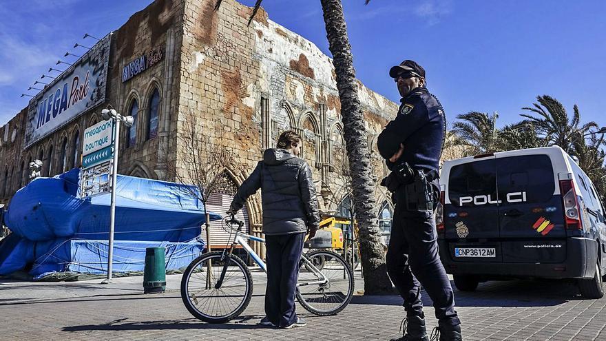 Piden 26 años de cárcel para dos neonazis por dejar paralítico a un negro en s'Arenal
