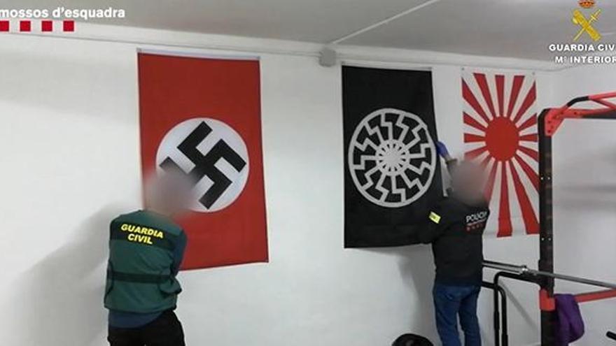 Dos detenidos por tenencia de armas y enaltecimiento del terrorismo racista