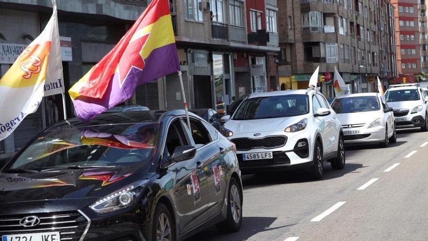 Una manifestación en coches, única protesta en la calle en el Primero de Mayo en Zaragoza