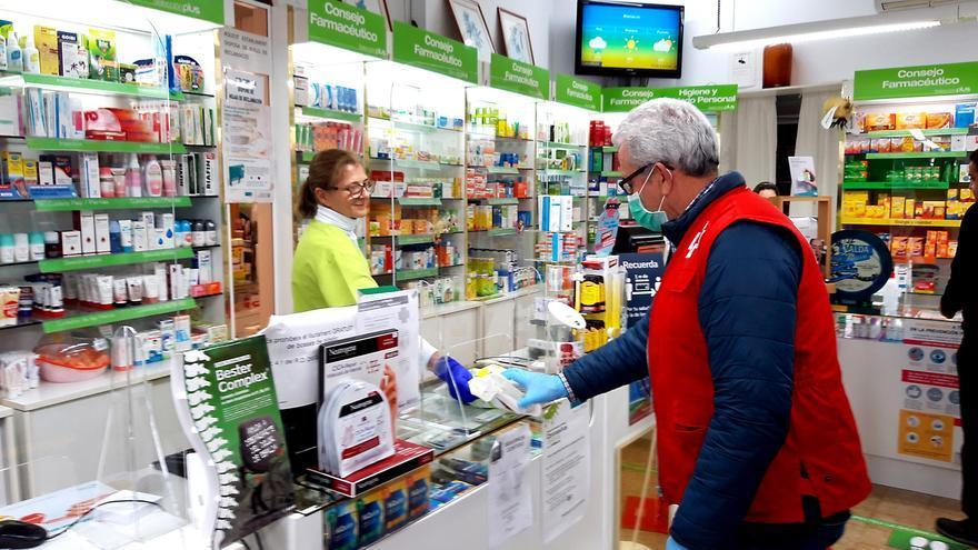Las farmacias ayudarán a las personas mayores a concertar cita para vacunarse