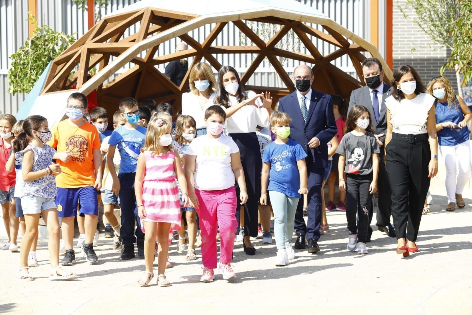 FOTOGALERÍA | La reina Letizia inaugura el curso escolar en Zuera