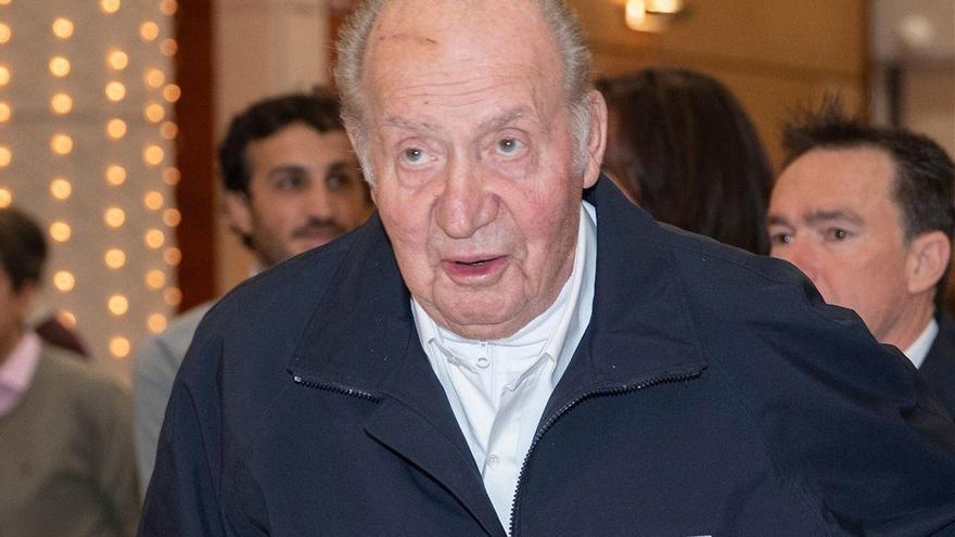 España paga los sueldos y viajes de los tres asistentes de Juan Carlos I en Abu Dabi