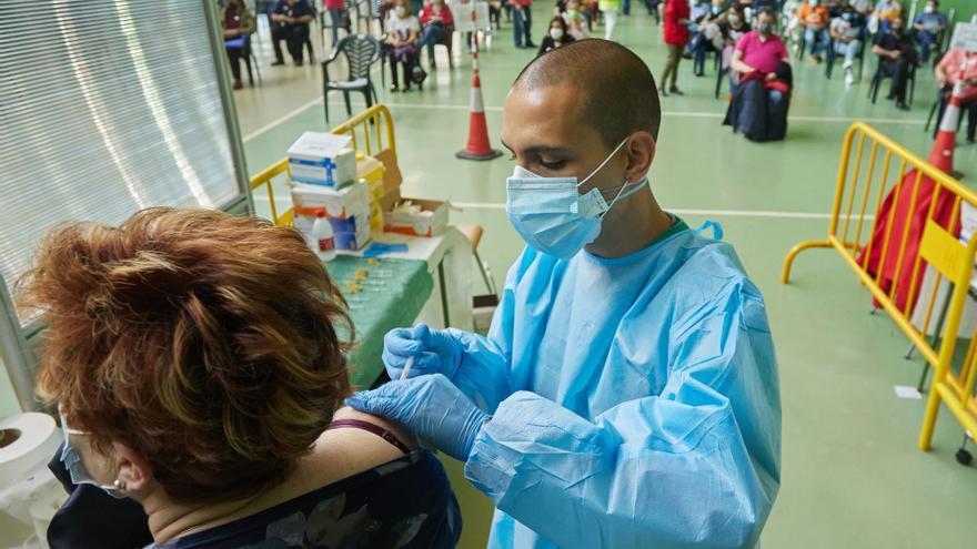 Un tercio de la población de Castilla y León ya tiene la vacunación completa