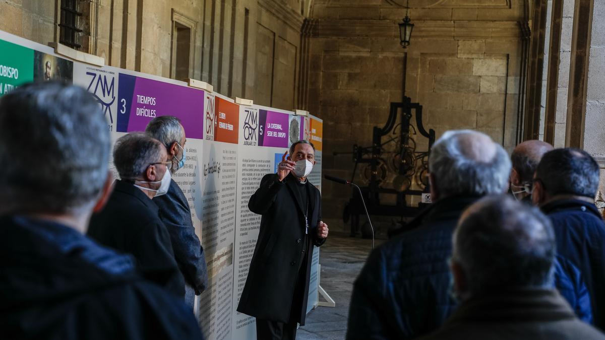 El obispo inaugura la exposición de los 900 años de la diócesis