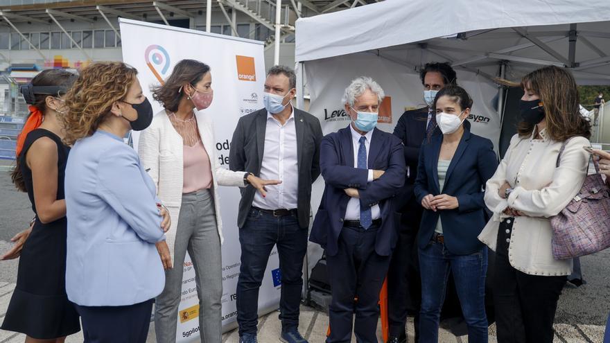 La ministra Reyes Maroto experimenta el projecte de 5G i turisme