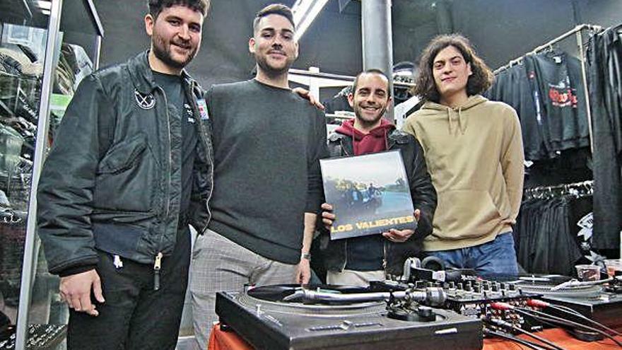 Los Valientes ofereix un tast del seu punk en l'estrena informal del seu primer CD