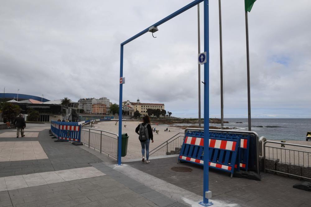 Arcos de control de aforo en playas de A Coruña