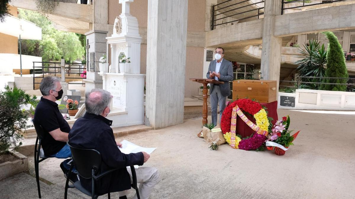 El acto de entrega de los restos se ha celebrado en el cementerio de Palma en una ceremonia privada.
