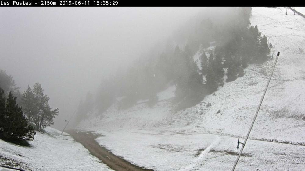 Una nevada deixa gruixos importants al Pirineu en ple mes de juny A l'estació de M