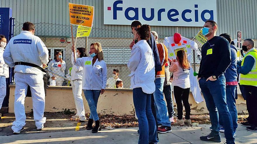 Direcció i comitè de Faurecia arriben a un acord per reduir el nombre d'afectats per l'ERO