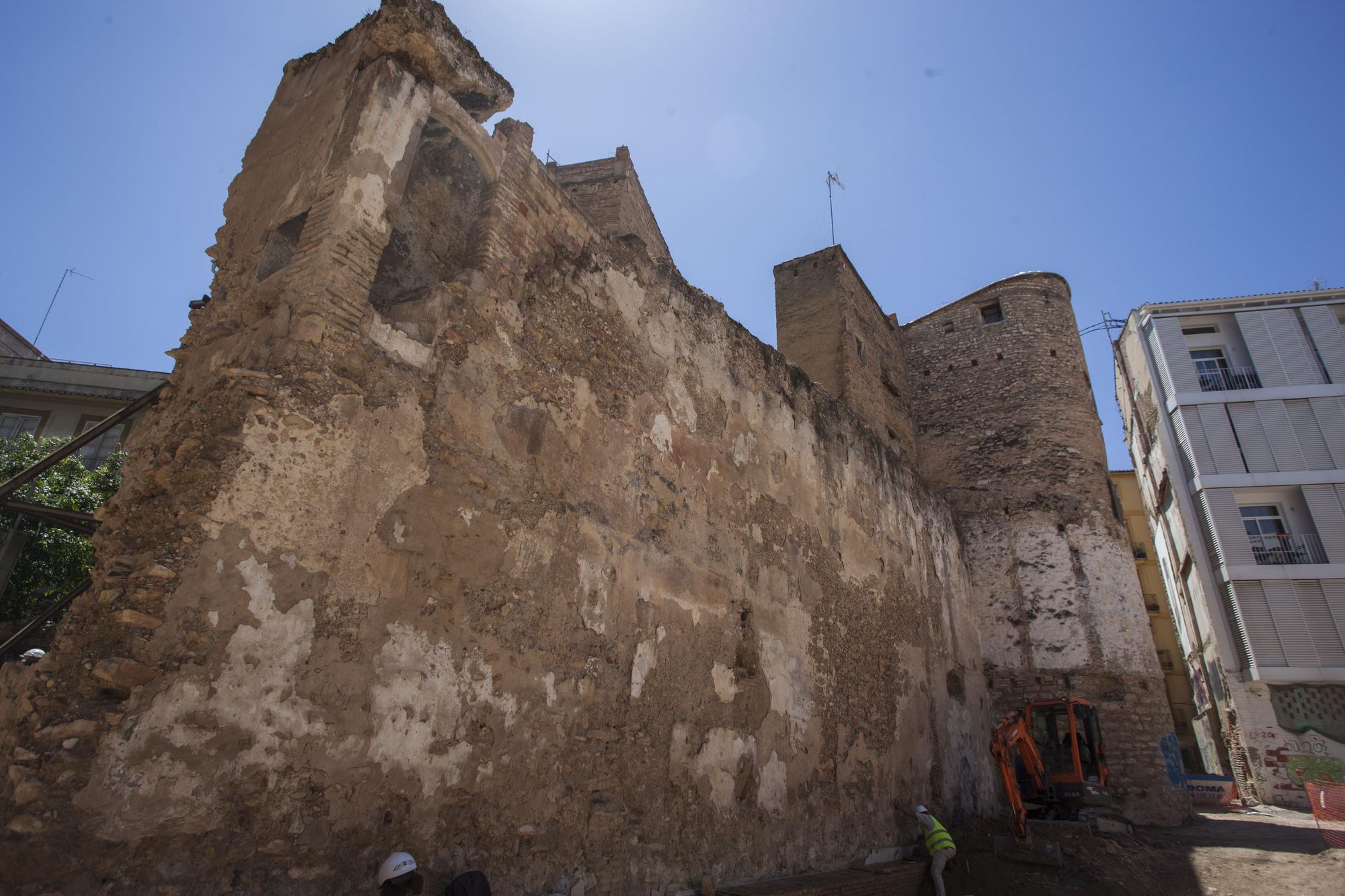 Los restos de la muralla árabe de València que recorren la ciudad