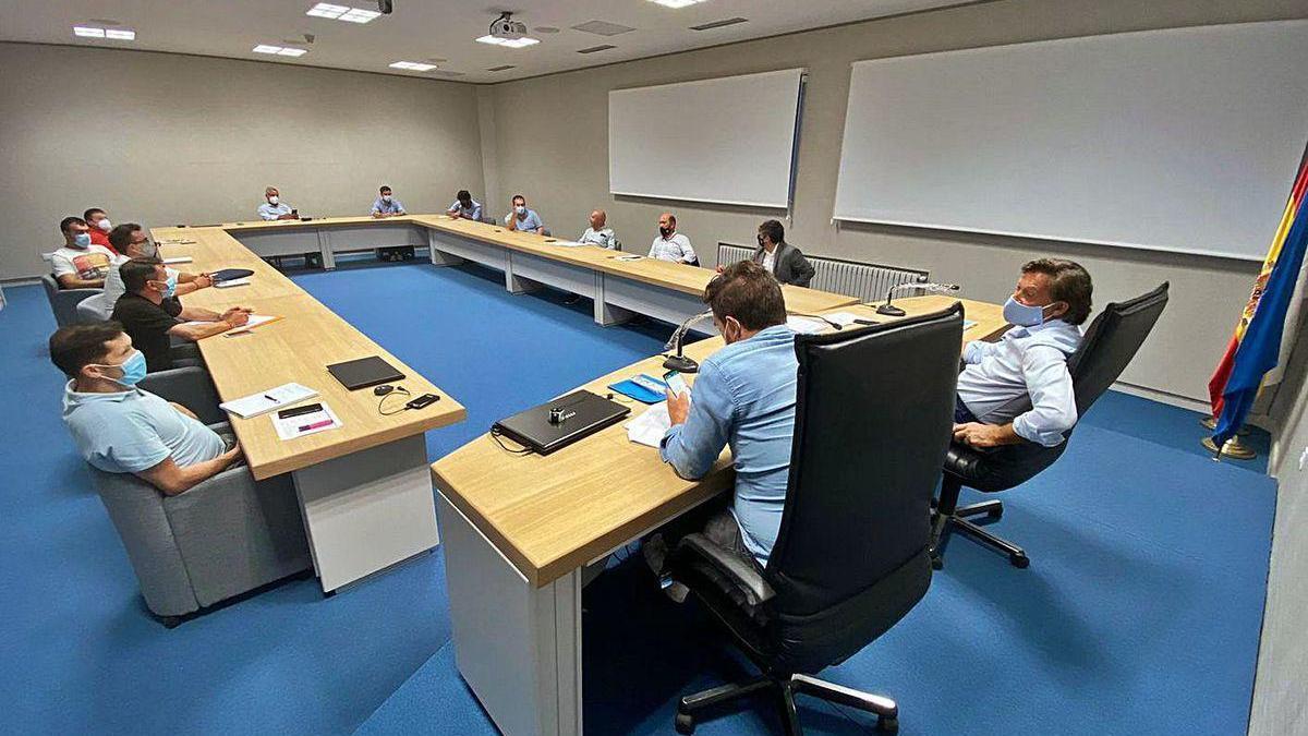 Imagen de la reunión de Lete con las federaciones de deportes de contacto.