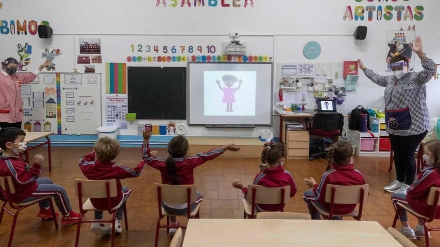 Los alumnos canarios contagiados de Covid suben a 338 y los docentes bajan a 47